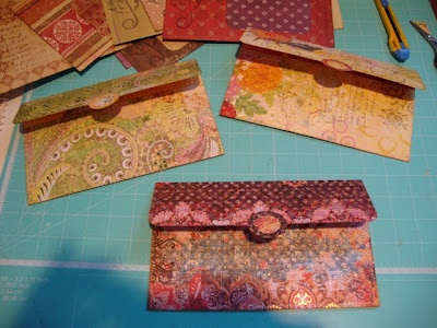make your own envelopes tutorial -easy  by Voodoo Vixen on Scrap Happens Here.blogspot