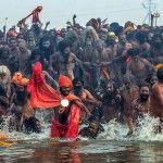 La Kumbh Mela es uno de los festejos con mayor importancia para los hindúes, debido a que concede la purificación del espíritu y la limpieza de los pecados