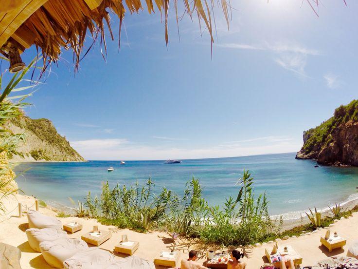 Amante Beach Club Ibiza Zo tof om mooie foto's te zien van onze Outbag zitzakken, vooral als ze op zo'n prachtige plek staan als bij Amante Beach Club in Ibiza!!!