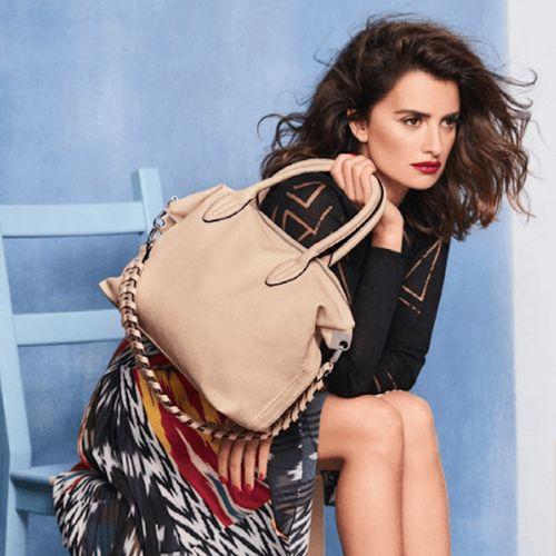 I modelli must have delle borse Carpisa 2017 presentati dalla testimonial e designer Penelope Cruz