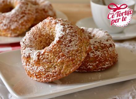 Esso delle gustosissime #Ciambelline alla ciliegia.  Pronti per la #merenda?  Clicca e scopri la golosa #ricetta...
