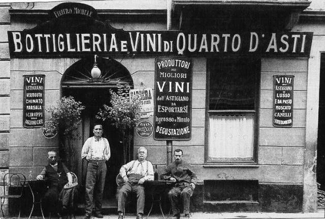 Torino ,VIa Ormea 15 qualche anno fa, una enoteca specializzata nei vini Astigiani.