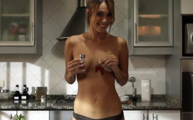 A fuego maximo jenn does nude cooking - 2 part 4