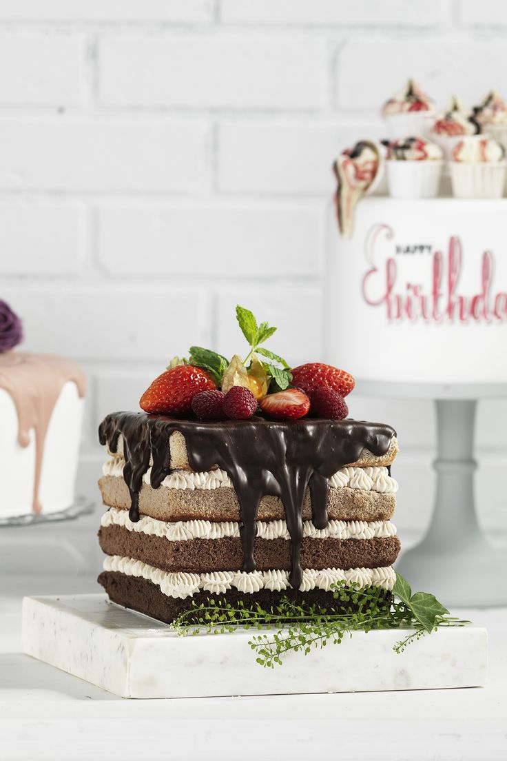 Square chocolate cake www.pandurohobby.com Sweets by Panduro  #sweets #DIY #jordgubbar #candy #cake #choklad #strawberry #square #tårta #tårtor