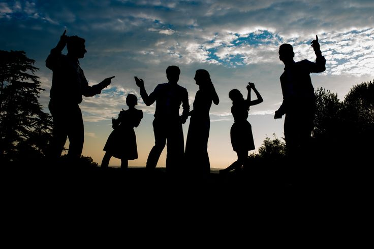 La nature, le coucher de soleil et les festivités de ce mariage immortalisé par la très douée photographe du Pays Basque Chrystel Echavidre !