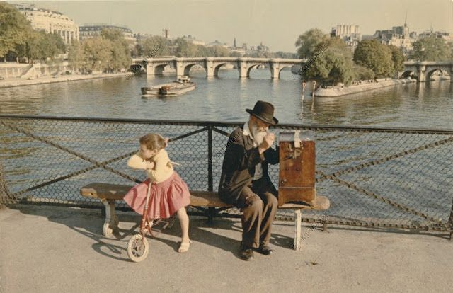 Life in the 1950s | Amazing Color Photographs of Daily Life in Paris in the 1950's