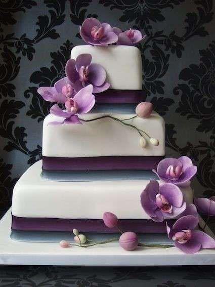 Tartas de boda con orquídeas: fotos ideas originales - Tarta base blanca y violeta con orquídeas