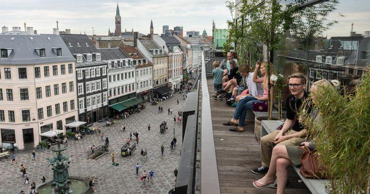 Københavns gamle fine stormagasin har udvidet og fornyet sig a la Italia. Nu med mere udsigt fra toppen, stort madmarked i bunden og nyt ansigt på hjørnet.