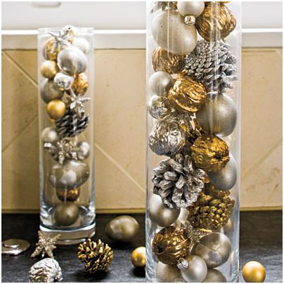 Plain vase and colorful ornaments go well when put together to create a fantastic tall wedding centerpiece. Just take a tall, slim vase and fill it with pinecones, acorns, or round glass ornaments and your centerpiece is ready. For a shimmery touch, use spray paint to highlight the ornaments.
