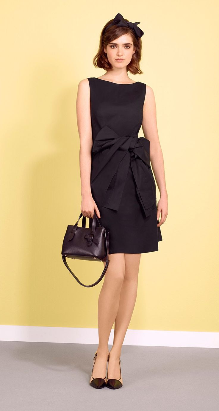 Sleeveless dress in stretch cotton poplin. Non-removable, matching waist tie belt. Darts to bust and back. Back zip fastening.