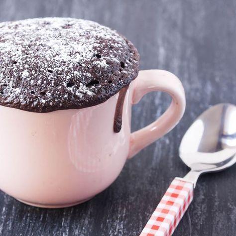 Mug cake chocolat Weight Watchers – Ingrédients : 30 ml de lait écrémé,25 g de farine,10 g d'édulcorant résistant à la cuisson,1 blanc d'oeuf,5 g de poudre de cacao maigre...