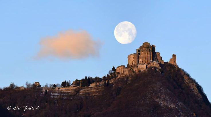 La luna e la Sacra  #myValsusa 14.01.17 #fotodelgiorno di Elio Pallard