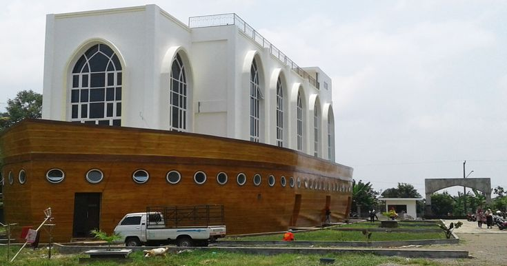 Masjid Kapal Bahtera Nabi Nuh Semarang yang Viral di Medsos - Jawa Tengah