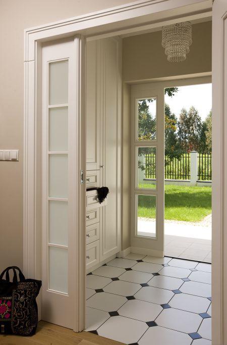 płytki, drzwi, szafka, lampa