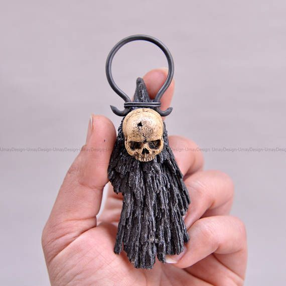 Realistic Hand Sculpted Skull Series Pendant Black Kyanite #umaydesign#umay_design#handmade#pendant#necklace#clay#polymerclay#polymer#skull#skulls#skullart#skulljewelry#skeleton#gothic#goth#gothgoth#gothgirl#gothjewelry#pastelgoth#witch#witchy#humanskull#horror#alternativefashion#dark#black#tattoo#crystal#crystals#healing#healingcrystals#crystalhealing#kyanite#blackkyanite#art#artsy#sculpted #sculpture#handsculpted