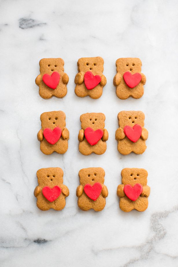Valentine Bear Holding Heart Cookies. Super cute Valentine's Day treats for kids!