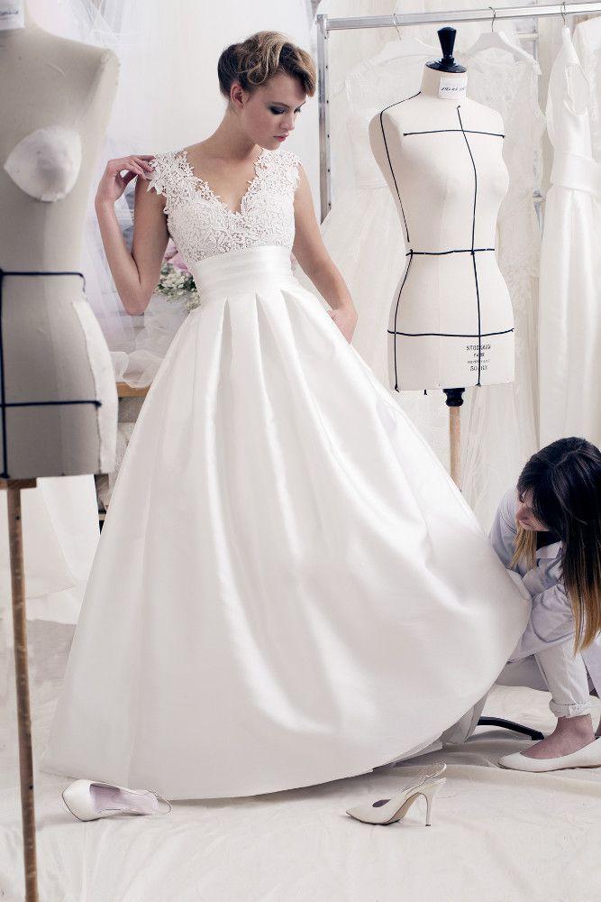 Assez Les 25 meilleures idées de la catégorie Robe de mariée à plume sur  BE69