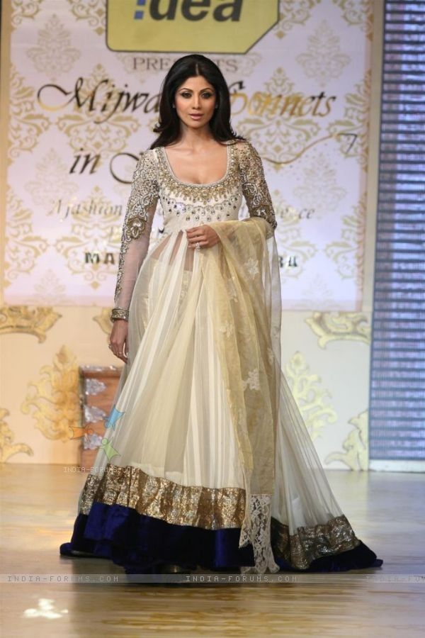 Shilpa Shetty White Ramp Outfit