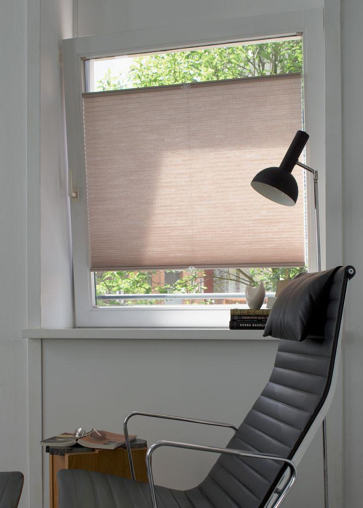 Draai- en kiepramen | Met de optie voor zijgeleiding worden Duette® Shades op het raamkozijn geplaatst en op de juiste plaats gehouden, waardoor er geen licht wordt doorgelaten aan de randen.