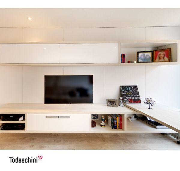 El blanco es un clásico y se adapta a muchos estilos y espacios (salas, dormitorios, home offices), además de reflejar una sensación de limpieza inmediata. Si estos tonos se adaptan a tu estilo, puedes optar por la pintura Bianco de alto brillo.  #Diseñodeinteriores #Decoración #Todeschini #ambientes #mueblesamedida #homeoffice