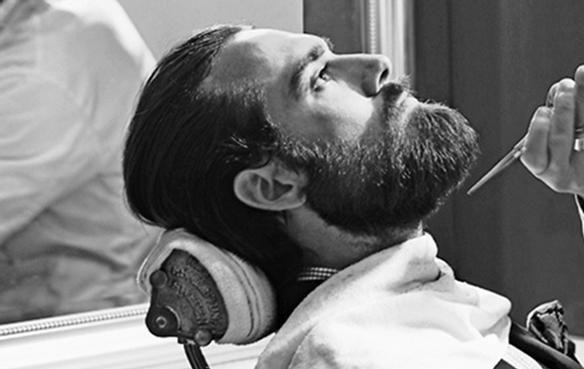 Atrás han quedado aquellos días de machos sin pelo en pecho, días en los que las navajas de afeitar hacían el agosto con el apurado más perfecto que existía.