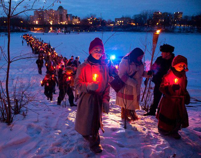 Défilé des flambeaux/Torchlight walk at Festival Du Voyageur in Winnipeg, Manitoba, Canada. Photo via Festival Du Voyageur.