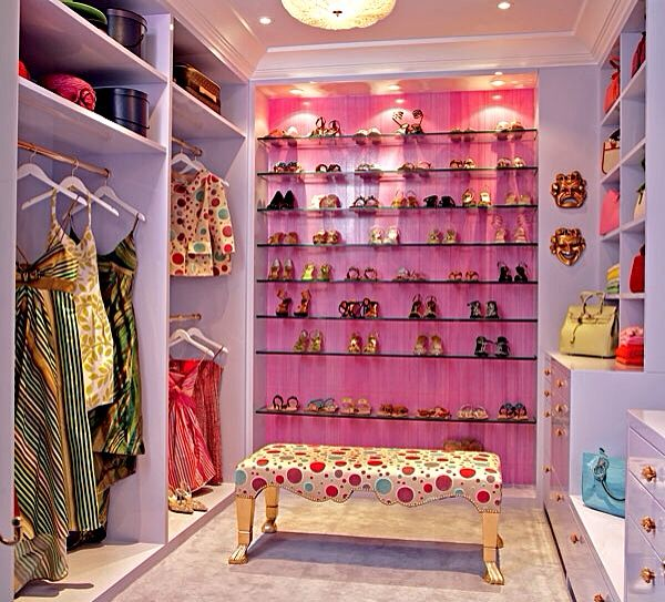 Spacious walk-in closet with pink accent wall. | Dream ...