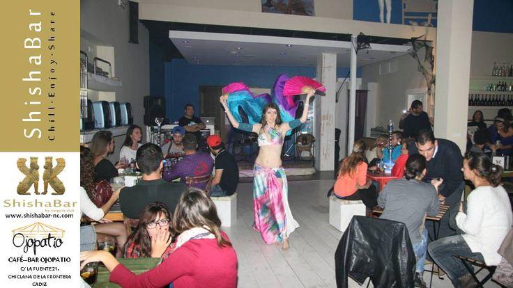 Ambiente en Ojopatio con las shishas o cachimbas o narguiles de ShishaBar by Narguile Club. La danza del vientre siempre vinculada a la cultura de Narguile. Sara bailarina profesional realizo una actuación prodigiosa.