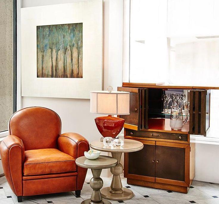 klassiek interieur. Cognac leren fauteuil. Klassiek dressoir | klassieke meubelen | classic interior | classic furniture | classic leather chair | klassieke leren fauteuil