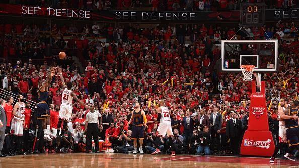 VIDEO: Taj Gibson leg-lock by Matthew Dellavedova highlights, reaction Chicago vs Cleveland
