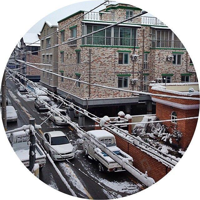 trentniino / Morning view #namwon#korea#winter#눈#한국#남원#겨울 / 전라북 남원 도통 / #골목 #길 #설비 #집 / 2013 11 29 /