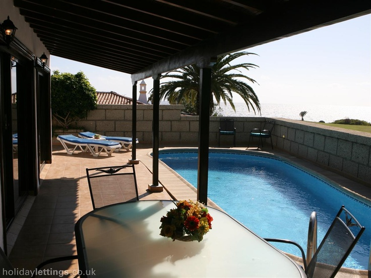 3 bedroom villa in Amarilla Golf to rent from £484 pw, on a golf resort with a private pool and a tennis court. Also with balcony/terrace, TV and DVD.