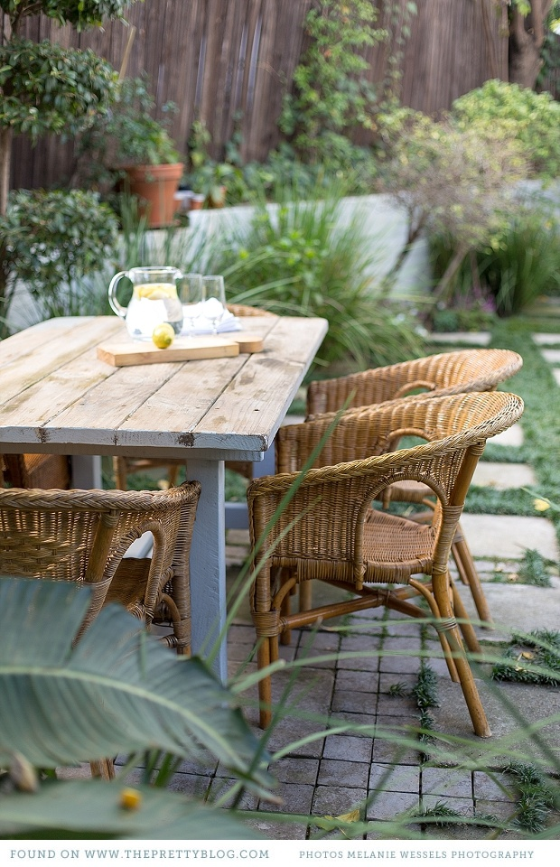 Outdoor table & garden | Photo: Melanie Wessels