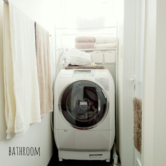 女性で、4LDK、家族住まいの洗濯機周り/BIG DRUM/ビッグドラム/洗濯機/ドラム式洗濯機/HITACHI…などについてのインテリア実例を紹介。「何度もすみません(´;ω;`)コンテスト用に再投稿です!  我が家のお気に入り家電の1つは、日立のドラム式洗濯機『ビッグドラム』。本体は少々大きめですが、設置を予定していた場所にピッタリ収まっております( ´艸`)最近つかまり立ち出来るようになった息子が洗濯物がグルグル回る様を見にくるようになり、オモチャ(?)としての役割も果たしてくれる優秀な家電です。笑」(この写真は 2015-04-29 20:40:10 に共有されました)