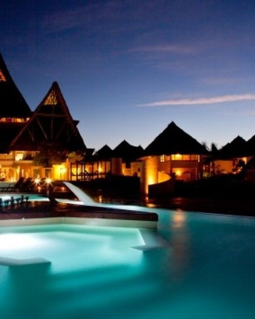 Popular with couples and families alike, Essque Zalu Zanzibar is just steps from peaceful Nungwi Beach.