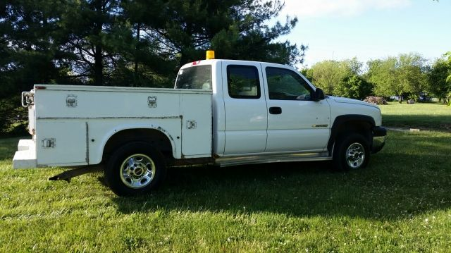 2006 Chevrolet 2500 HD Extra Cab 4WD Utility Truck