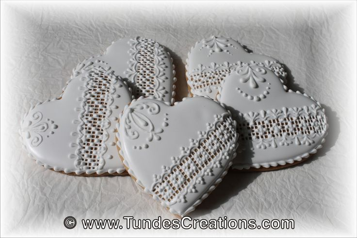 Unique wedding favors, gifts and decorations made from gingerbread by decorating artist Tunde Dugantsi.