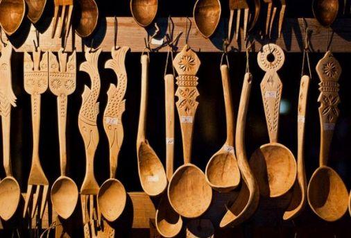 http://www.casamea.ro/galerie/decor-autentic-romanesc--lingura-cioplita--simboluri-si-valori-traditionale-12935