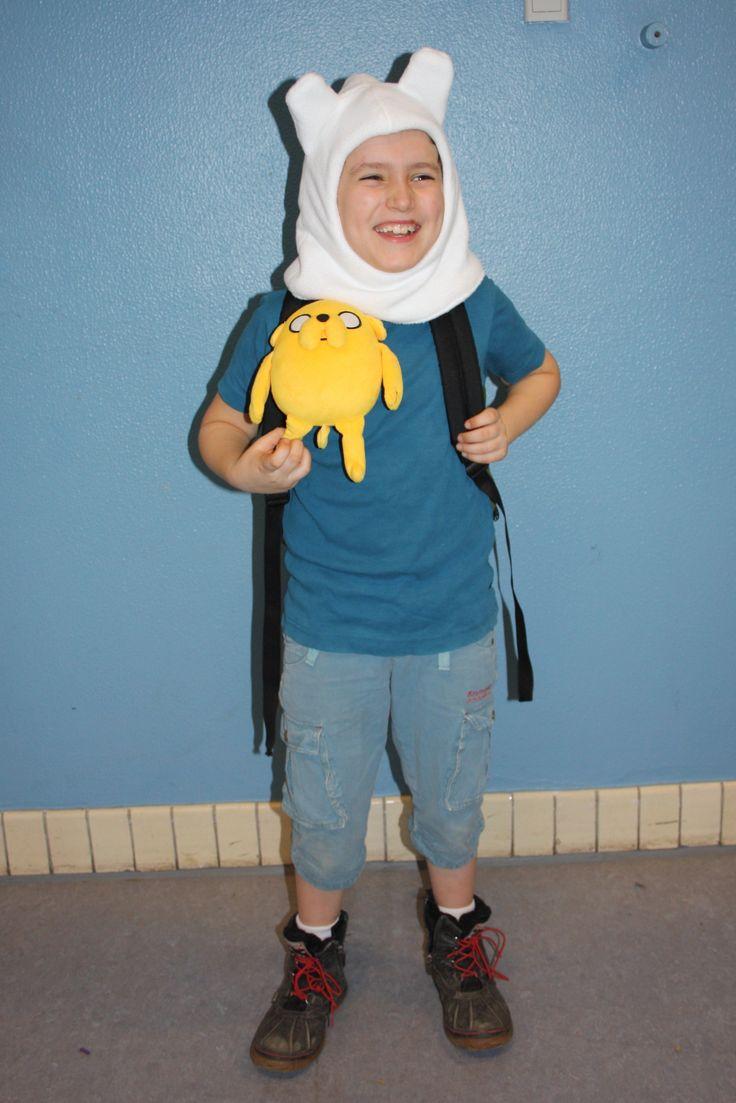 Finn the Human fra  Adventure time. Hætten er fleece med pladevat og foer af jersey . Mønsteret har jeg selv lavet med udgangspunkt i en elefanthue