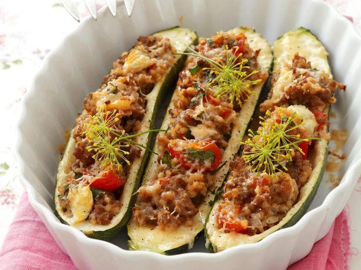 Gevulde courgettes met gehakt en kerstomaten