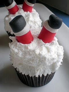oh no santa fell.Holiday, Christmas Parties, Santa Clause, Snow Cupcakes, Santa Stuck, Edible Glitter, Cute Ideas, Christmas Cupcakes, Santa Cupcakes