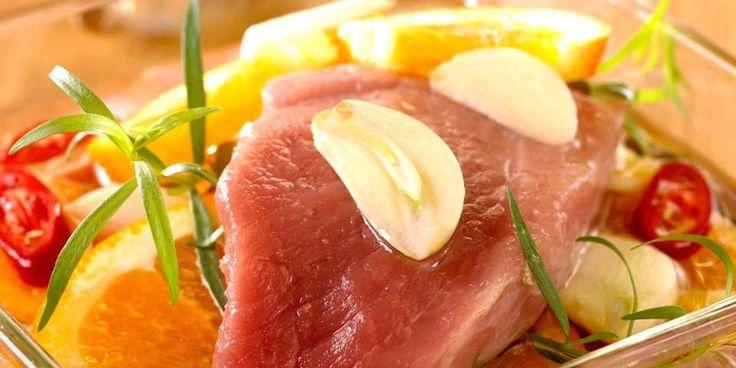 URTER: Det er godt med urter i marinade. Her er det brukt estragon.