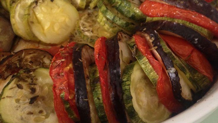 Ratatouille: simples assim! Receita completa em www.ateliervelovert.com.br
