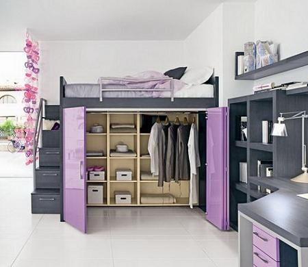 Habitación de chica con cama alta
