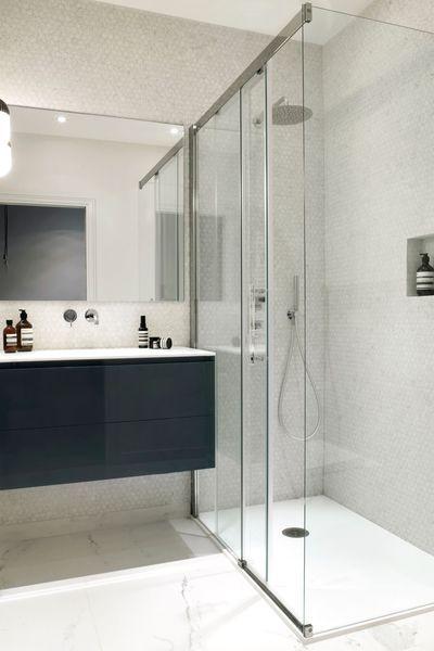 La salle de bains 4 m2 confortables avec une douche for Salle de bain 4 m2