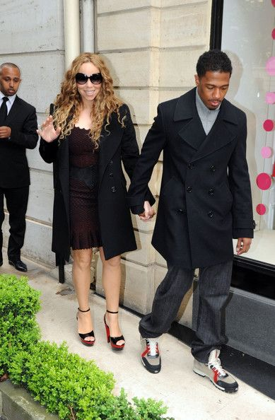 Mariah Carey Photos Photos - Singer Mariah Carey and husband Nick Cannon shop in the luxury boutiques Baby-Dior on Montaigne avenue and the Vuitton store on the Champs Elysees in Paris. - Mariah Carey and Nick Cannon Shop In Paris