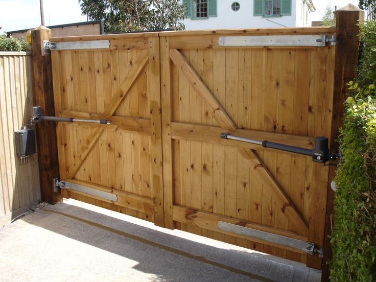 25 best ideas about wooden driveway gates on pinterest for Wood driveway gate plans