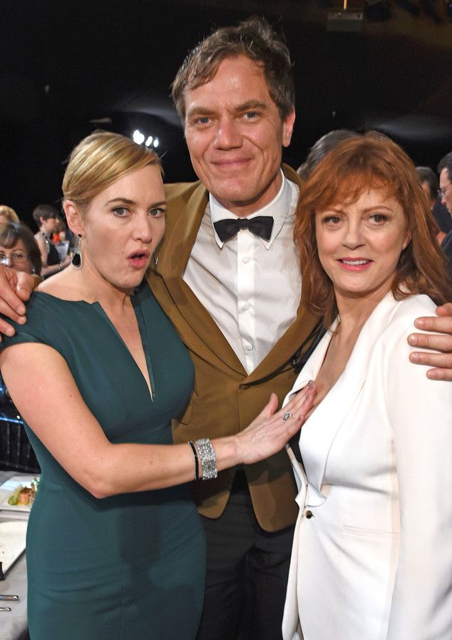 Even Kate Winslet Can't Get Enough of Susan Sarandon's Cleavage at the SAG Awards 2016 | E! Online Mobile