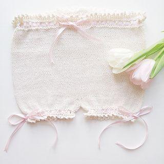 Shorts mamelukker bloomers bleiebukse blondeshorts prinsesse strikk strikket oppskrift strikke oppskrift picotkant picotedge picot princess knit knitting knitted picotbloomers pattern