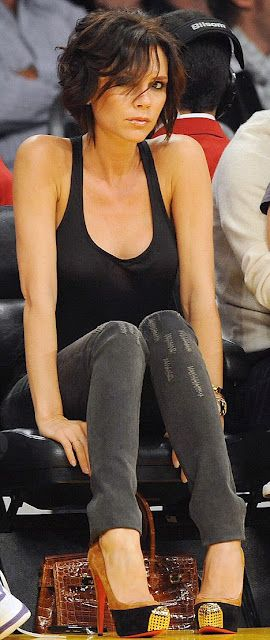 Victoria Beckham looks absolutely fab wearing a black top, skinny jeans and sky high Louboutins <3<3 Love her casual chic look ;)